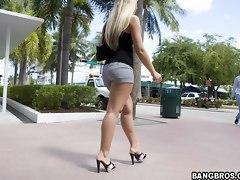 A nice bubble big ass walking in miami