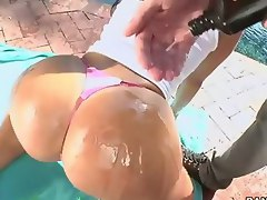 Sexy bubble butt of Monica Santhiago