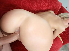 Jessica Lynn gets her vuluptuous ass pounded without mercy