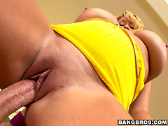 You guys ready for some MONSTER TITS?  Yeah?  Well then you genuinely scarcity surrounding see this episode!   Brandy Talore decides surrounding show us what she is vigorous with. These massive fun bags seem not unlike too much for any man surrounding han
