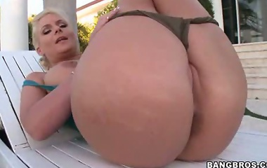 Phoenix Marie is well known for her amazing body, her huge breasts and her fantastic bubble butt.